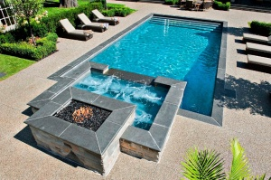 Luxury Pool and Builtin Hot Tub Spa